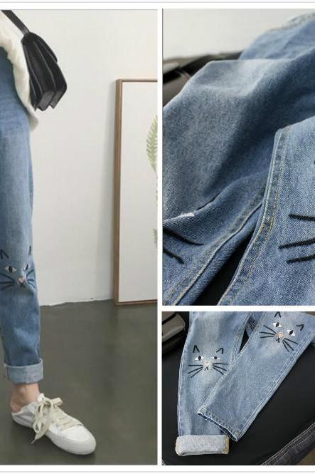 High Waist Jeans Featuring Cat Embroidery